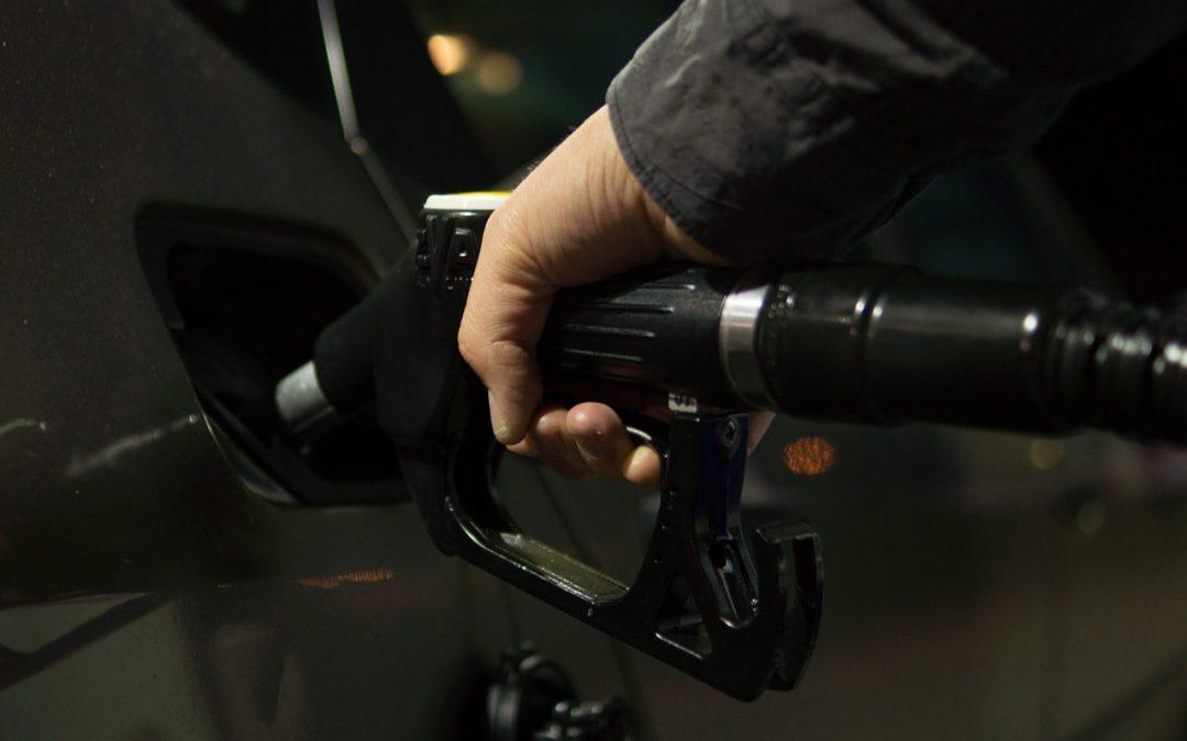 Servei assistit de benzina diari a Estació de Servei Maset